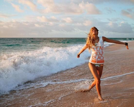 girl-on-beach-wellness
